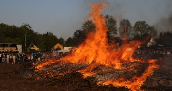 Osterfeuer am Ostersamstag